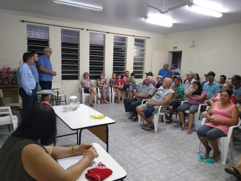 img Executivo Municipal reúne-se com moradores da Costa do Sutil