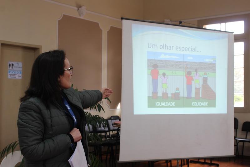 Foto: Monitores das escolas municipais participam de formação na SMED